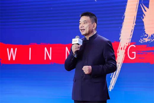 刘永好与黄峥:自我奋斗与历史进程之间