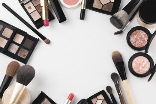 大明照明・镜前灯产品:镜前的您 淡妆浓抹总相宜